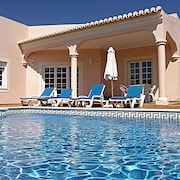 Private Villa With Pool, one Single Floor, Wifi, Rental License