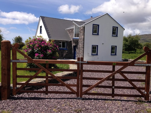 Beachside Holiday Home in Stunning Location Overlooking the Wild Atlantic way