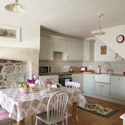 Bridge Cottage, a Lovely Grade II Listed Cottage in a Central Location