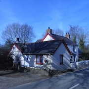 Beautiful Cottage Within Walking Distance of Preseli Hills and Close to Beaches