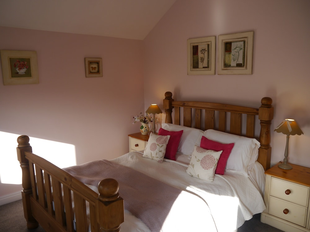 Poppy Cottage No. 1 - With hot tub - 1 Bedroom Cottage - Ideal ...