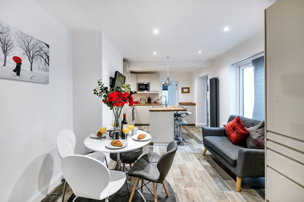 2 Bedroom Modern Apartment