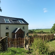 Bwthyn Bran, 1-bed Cosy Cottage on the Edge of the Preseli Hills. Pet Friendly