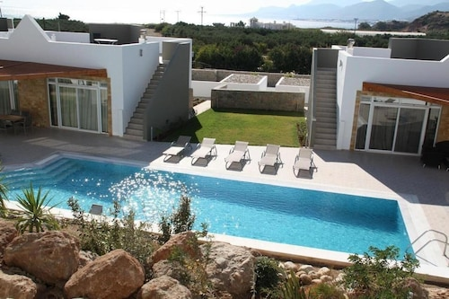 Great Location 200m to Beach. Balcony With Mountain and sea Views.2 Shared Pools