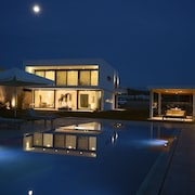 Prime Beach Front Luxury Villa With Private Tennis Court and 90m2 Infinity Pool