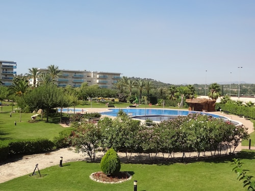 La Pineda: Residential Apartment. With Pool, 200m Beach, Port Aventura, Paddle, Mini Golf, Petanque, Basketball, Football ..
