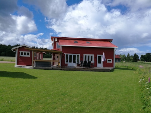 Large, High Standard Holiday House, Sauna, Outdoor Wihrlpool, Boat
