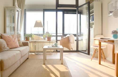 High-quality Apartments, Direct sea Views, the Beach, Newly Renovated