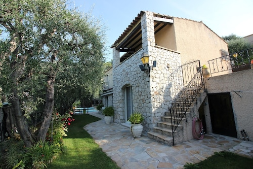 Charming House 3 Bedrooms / Heated Swimming Pool / Barbecue