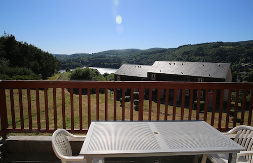 Week-end and Week-end Rental With Swimming Pool, Overlooking Raviège Lake