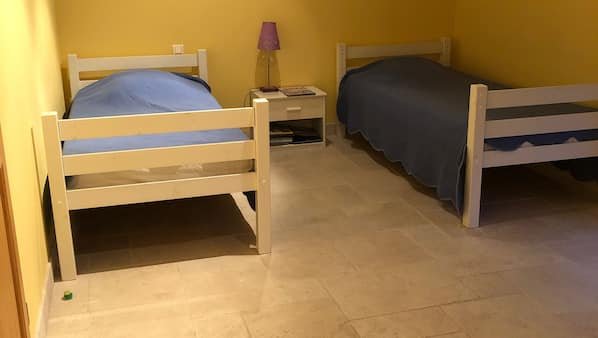 5 bedrooms, iron/ironing board, cots/infant beds, Internet