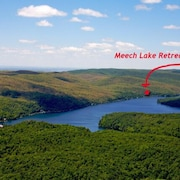 Meech Lake Retreat - Charming Country Home in the Gatineau Hills 25min to Ottawa