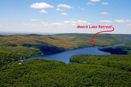 Charming Summer Home With Waterfront on Meech Lake - 25min to Ottawa