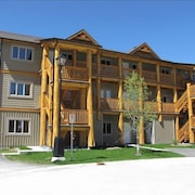 Newer 2 BR Luxury Condo on Mountain With Hot Tub - From $99