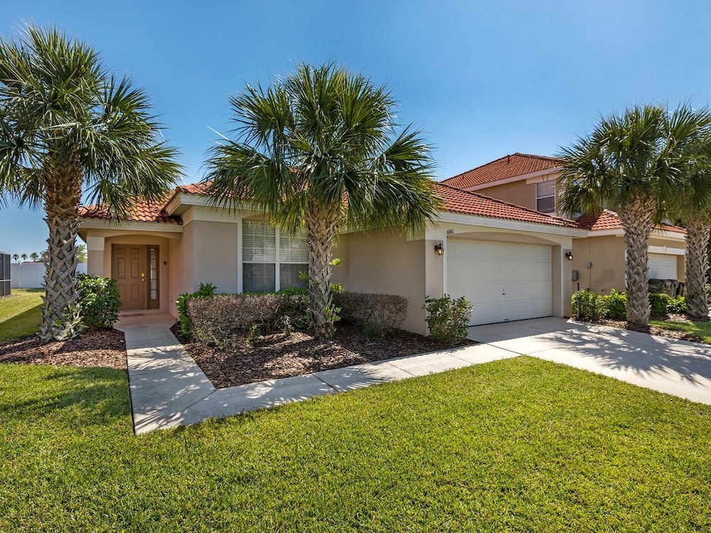 444 Fabulous Newly Decorated 4 Bed Pool Home With South