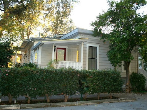 Great Place to stay Updated Charmer in Heart of Downtown Chico - Near Bidwell Park and College near Chico