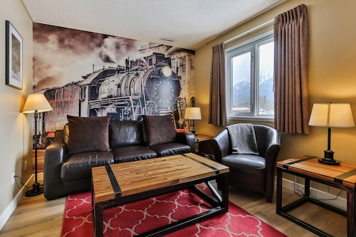 Beautiful Townhouse in Downtown Canmore - Three Sisters View
