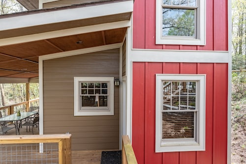 Adorable Tiny Home Minutes From Downtown Blowing Rock