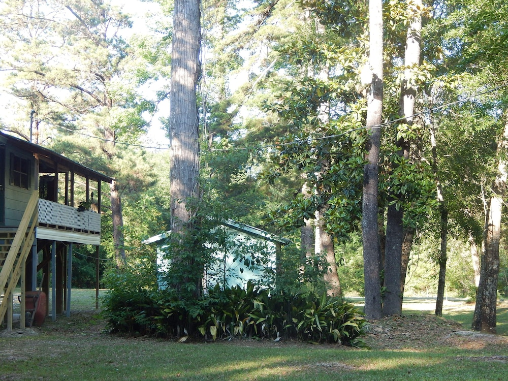 Property Grounds, Wendel's Place is located overlooking beautiful Red Creek. Tranquil location