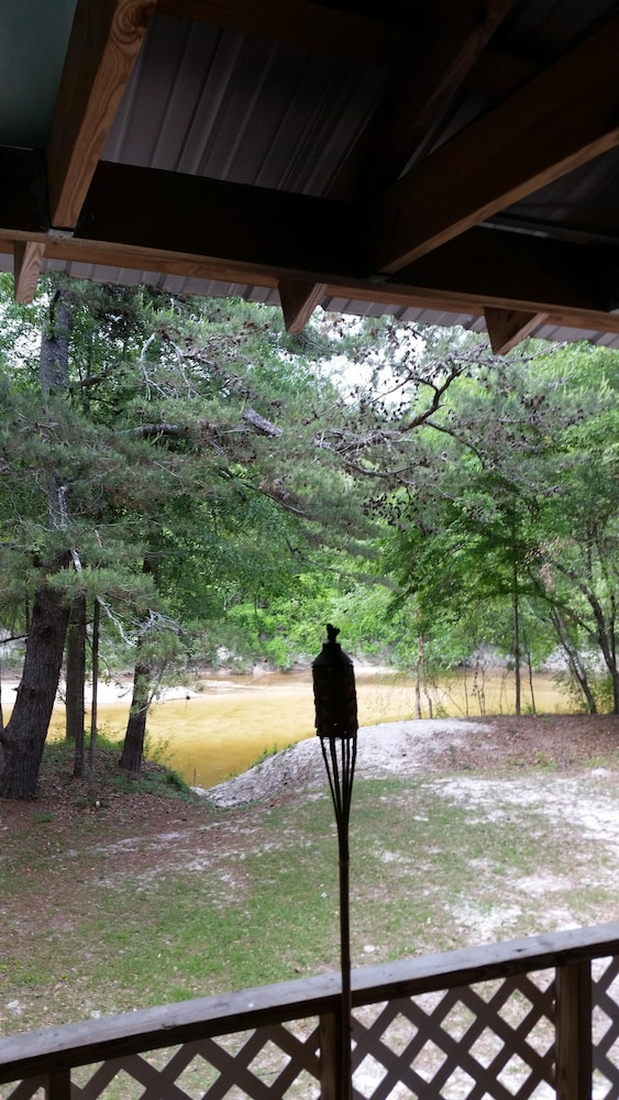 , Wendel's Place is located overlooking beautiful Red Creek. Tranquil location