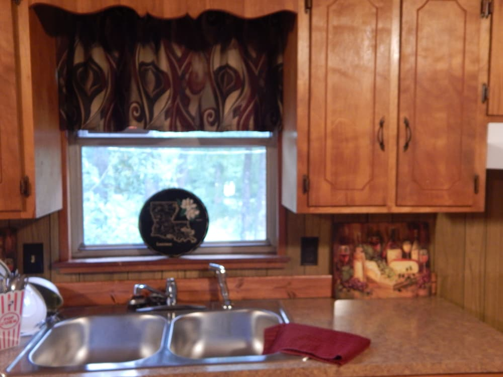 Private Kitchen, Wendel's Place is located overlooking beautiful Red Creek. Tranquil location