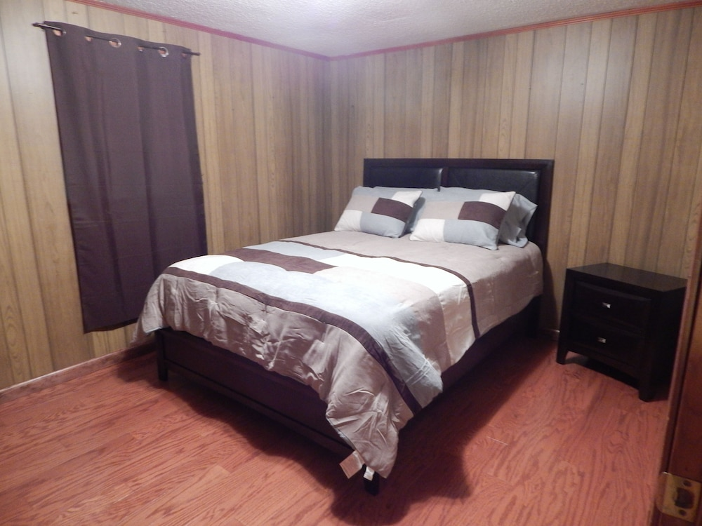 Room, Wendel's Place is located overlooking beautiful Red Creek. Tranquil location