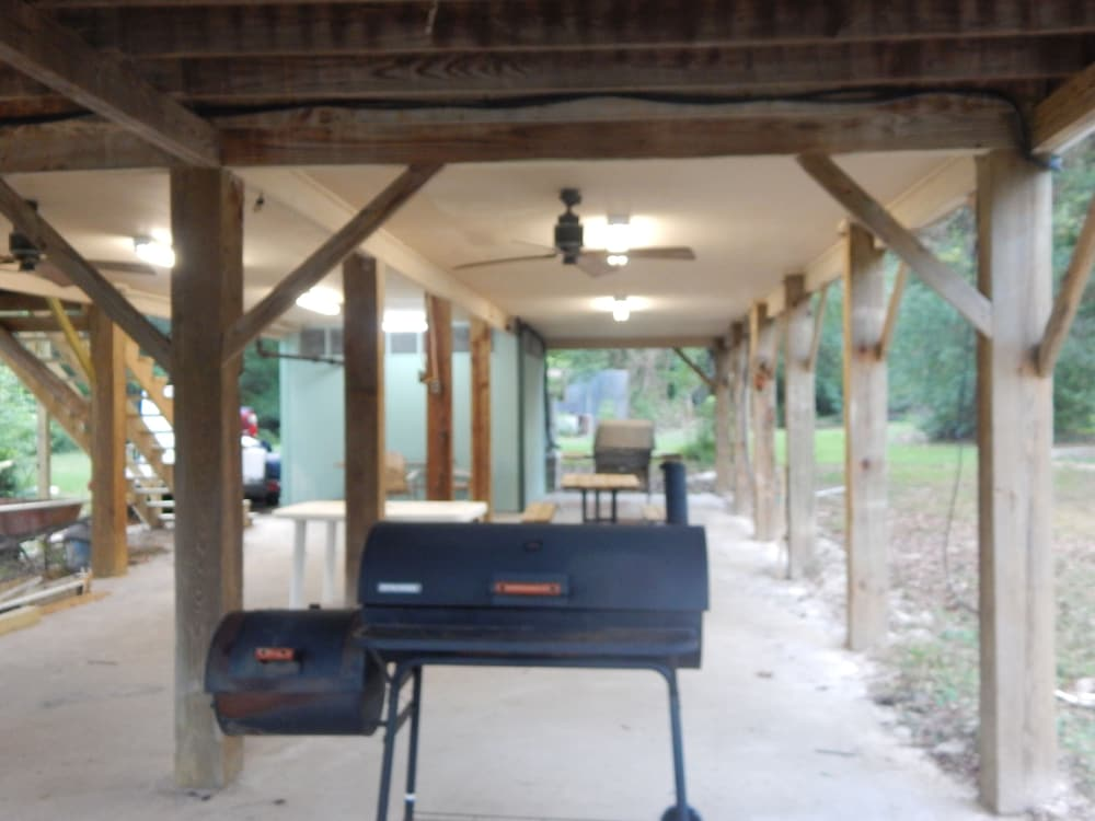 BBQ/Picnic Area, Wendel's Place is located overlooking beautiful Red Creek. Tranquil location