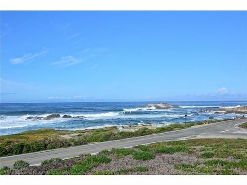 Pebble Beach Ocean Front Home With Panoramic Views AND Four Large King Suites