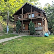 Private & Secluded Yatesville Lake Cabin Rental, Lakeview, Wifi, Kayaks, Arcade!