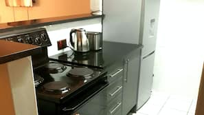 Microwave, cookware/dishes/utensils