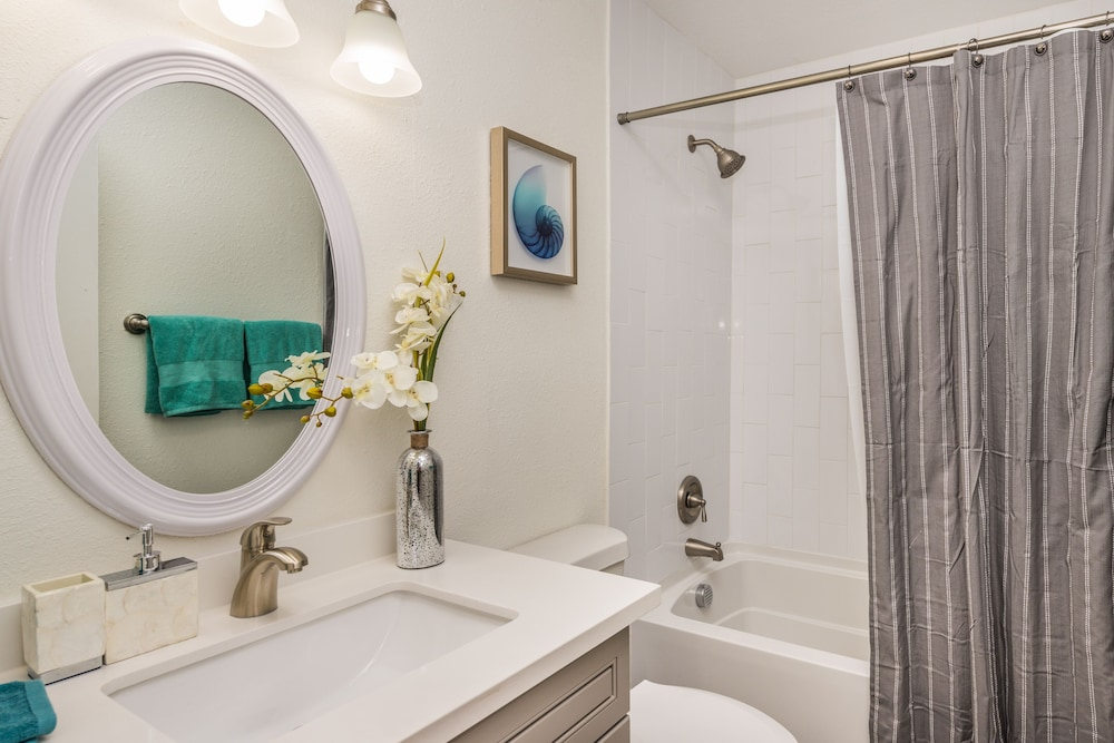 Bathroom, 3 Bedroom Townhouse by the Strip