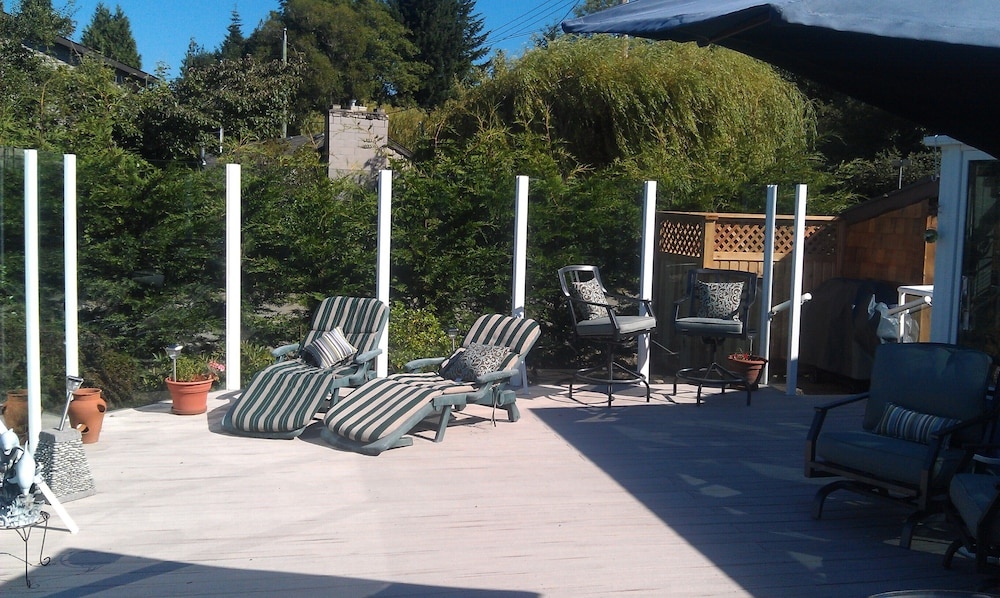 Terrace/Patio, Spectacular Amazing Blue Dolphin Walk-on Waterfront Family Home Away From Home