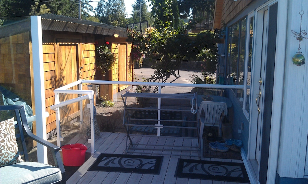 BBQ/Picnic Area, Spectacular Amazing Blue Dolphin Walk-on Waterfront Family Home Away From Home