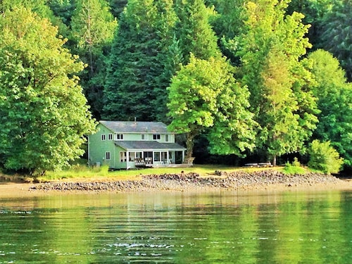 Check Expedia for Availability of Hideaway at Cannery Point 'true Puget Sound Waterfront'