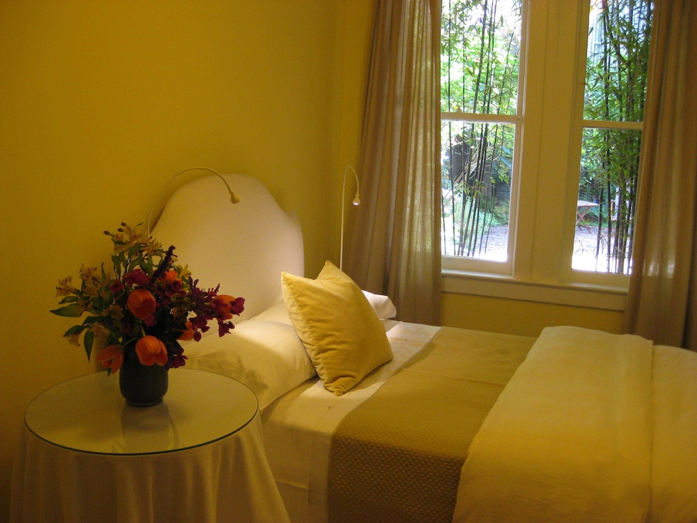 Charming Victorian Flat With High Speed Internet, San