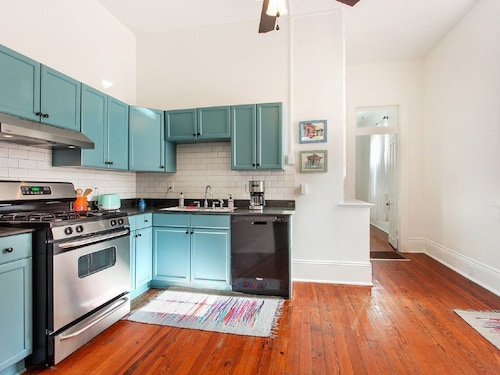 Great Place to stay Prime Uptown Location, Historic Home near New Orleans