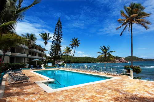 St. Thomas Prime Oceanfront/poolfront 2br/2ba Condo-best Bolongo Beach Location!