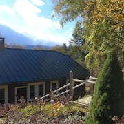 Clean & Serene 4 BR House With Mountain & River Views. Great for Groups!