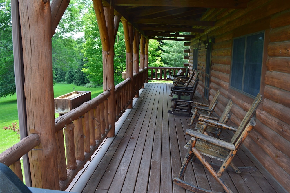 Balcony, Large Log Cabin On 12 Private Acres With Fishing Pond Near Mohican State Park
