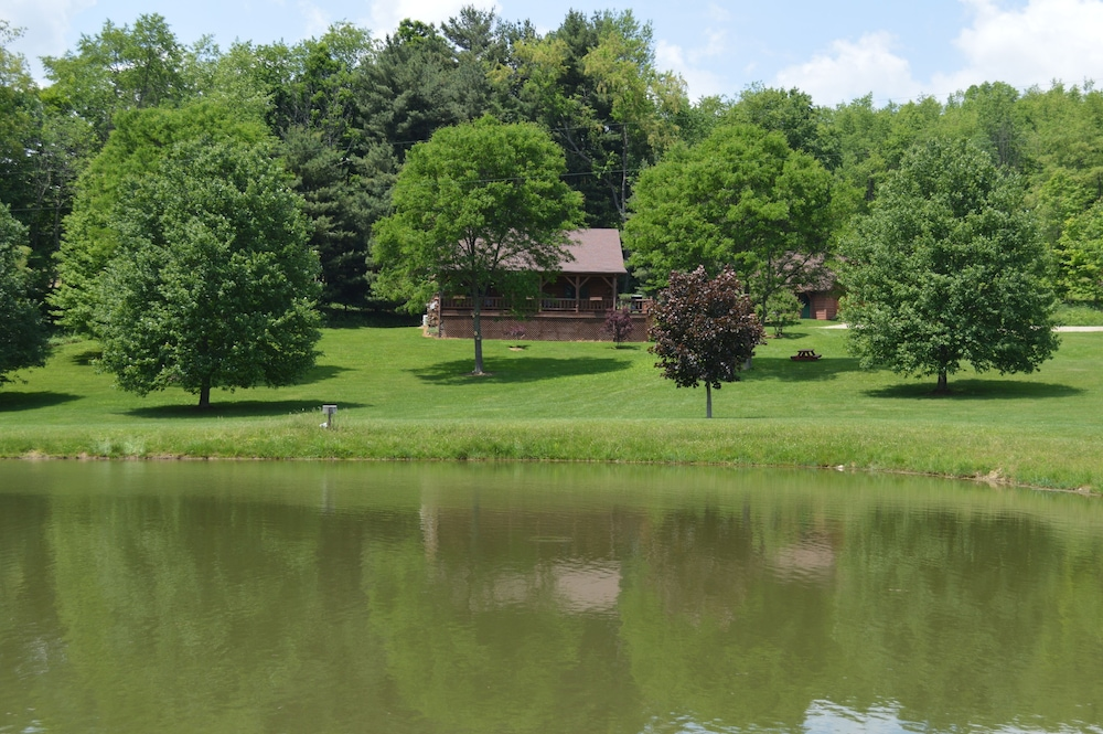 , Large Log Cabin On 12 Private Acres With Fishing Pond Near Mohican State Park