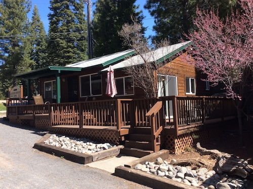 Beautiful 2 Bedroom / 2 Bath Lakefront Cabin With Boat Dock. NO Pets Allowed
