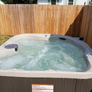 Avail 8/25-8/31 NEW 2br , HOT TUB - DOG Friendly -lge Priv Fenced Yard