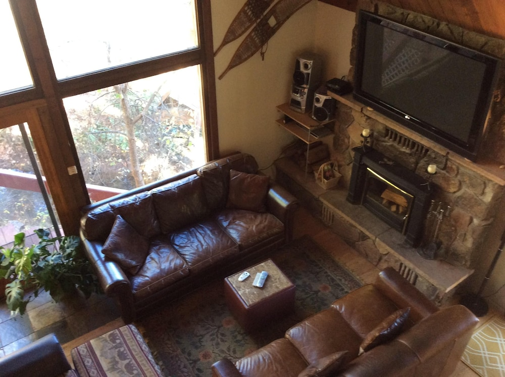 Living Room, Mineshaft, Creek Front, Hot Tub, Close to Town, Ski Area 20 Miles