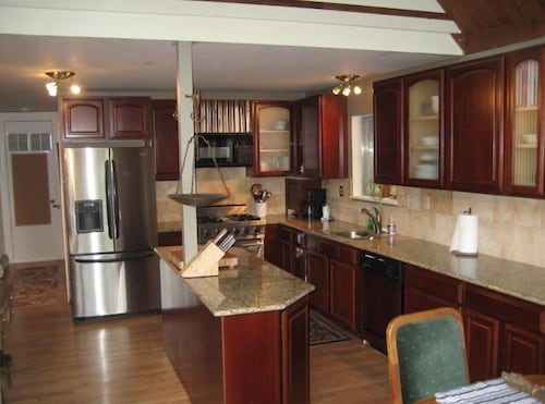 Private Kitchen, Mineshaft, Creek Front, Hot Tub, Close to Town, Ski Area 20 Miles