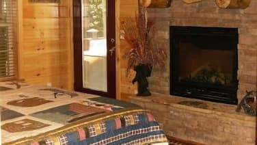 Wilderness Resort Cabin With Spectacular Water Fall