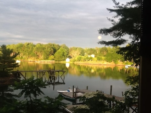 Waterfront Cedar Log Home All Rooms Have Water View Often Jaw Dropping Sunsets