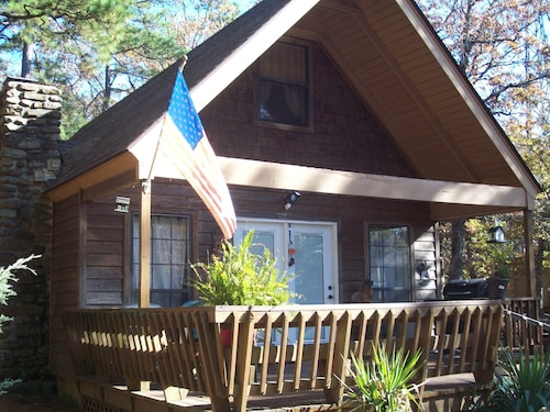 Privately Owned Chalet Located on top of Mt Nebo, Arkansas
