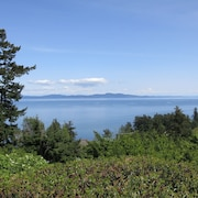 Quiet And Private 4 Bedroom Suite In Cordova Bay