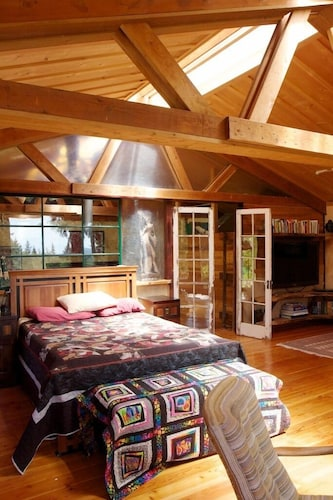 Room, Rustic. Artistic. Island Living. The Perfect Relaxing get Away