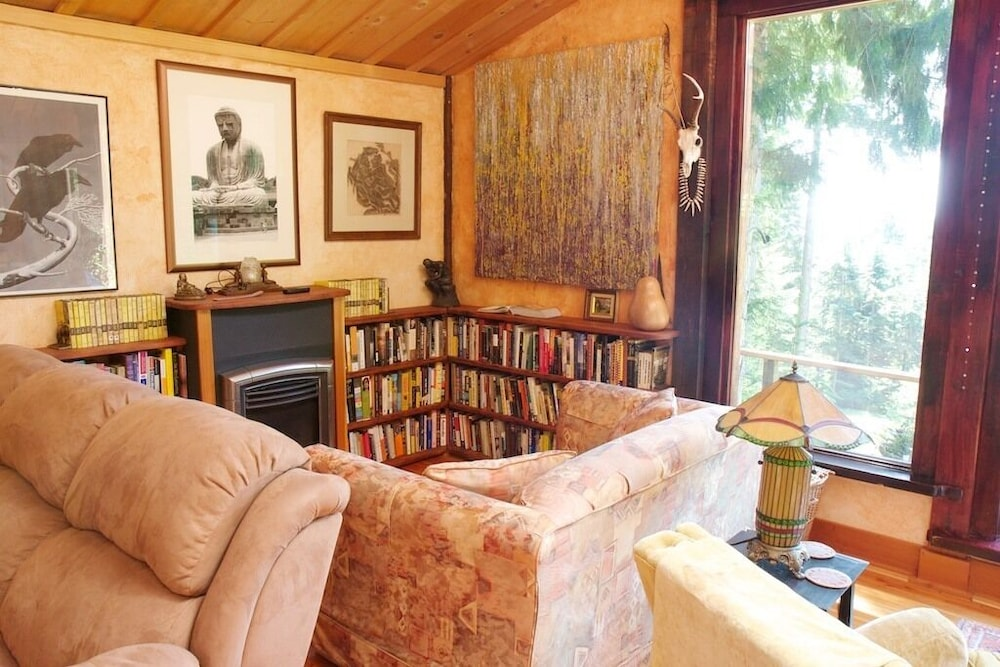 Living Room, Rustic. Artistic. Island Living. The Perfect Relaxing get Away